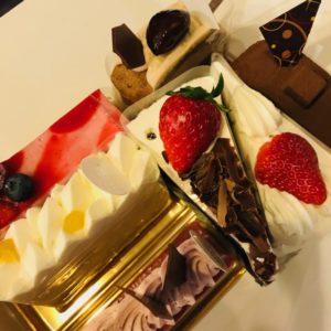 営業のお誕生日だったのでケーキでお祝いしました!!